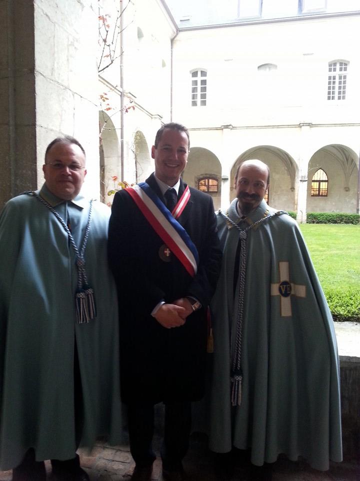 HAUTECOMBE-2015-cavalieri-e-sindaco