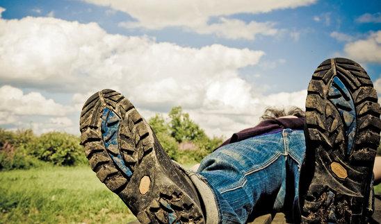 estate-stivali-scarpe-coricarsi