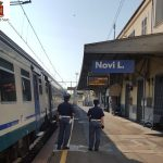 Rapina sul treno, i passeggeri si rivoltano e lo fermano
