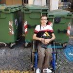 Cassonetti col permesso disabili? L'amara ironia sul web