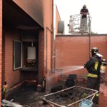 Incendio in casa, salvati i due cani